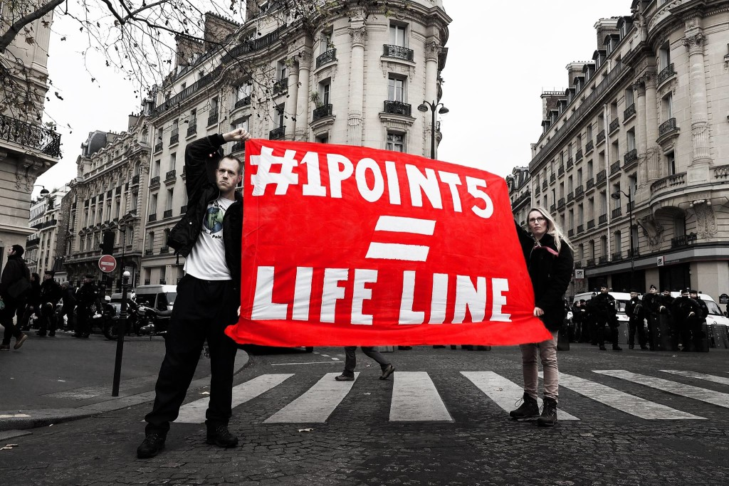 #1point5 = LifeLine! Our banner during the Red Lines action on D12, COP21 Paris